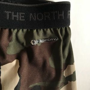 The North Face Cropped Base Layer Camo Leggings XL